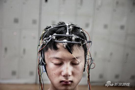"""直击网瘾少年 """"精神戒毒所""""的治疗全过程"""