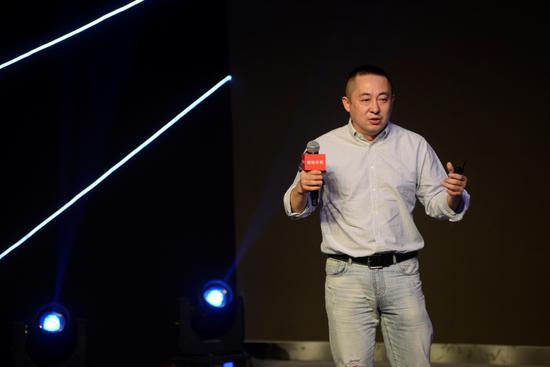 360手机总裁李开新发表演讲
