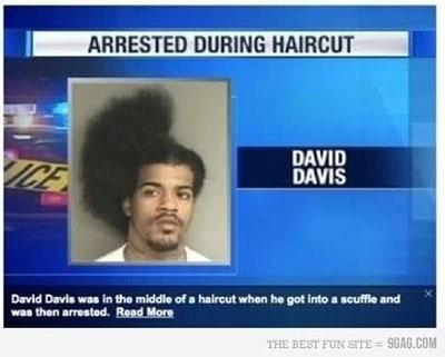 理发时被捕
