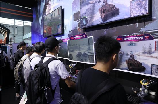 现场玩家试玩《装甲战争》