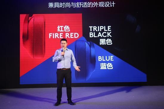 (罗技中国游戏品类市场总监陈亮先生介绍即将上市的游戏耳机新品罗技G433)