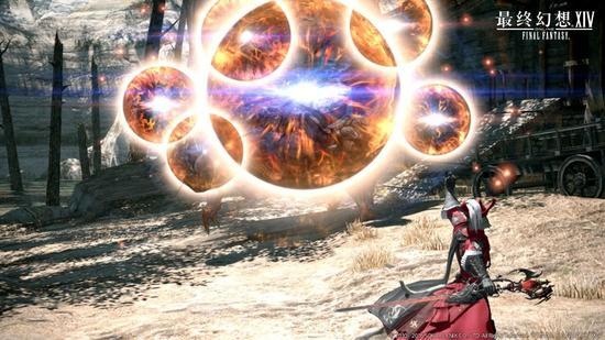 SQUAREENIX的《最终幻想14》4.0大版本红莲之狂潮将于9月26日在国服开放,光之战士将踏上新的冒险征程,全新的国度阿拉米格、多玛欢迎各位冒险者们。在4.0大版本中,还将登场全新的两类职业:赤魔法师和武士!   赤魔法师   阿巴拉提亚山脉的东部,巍峨的山岳地带「基拉巴尼亚」。第五星历末期,为了逃离迫近的水之灾厄「第六灵灾」,被星辉所引导的人们,从四面八方集结到了山间。其中,不乏有在魔法大战中激烈战斗的魔法都市「玛哈」的黑魔法师,以及古都「无限城」的白魔法师。为了反抗注定毁灭的命运,曾经的敌