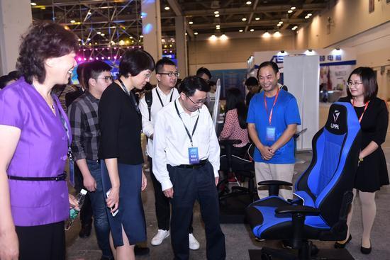 2017中国(苏州)电子竞技博览会金鸡湖畔火热开幕 漫展 第7张