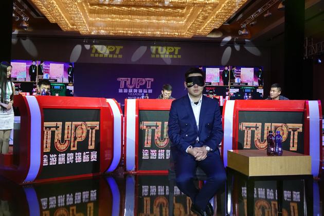 鲍橒在TUPT棋牌锦标赛总决赛现场