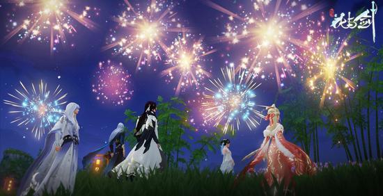 每日晚间,火树银花点亮夜空