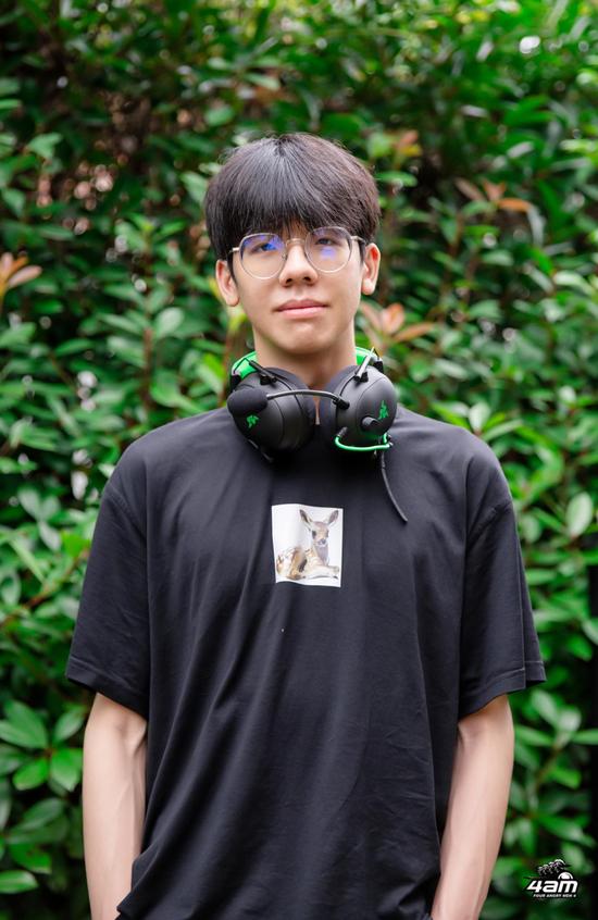 《【煜星网上平台】从青涩到4AM核心,戴上这款耳机小鹿变身PCL第一男模》