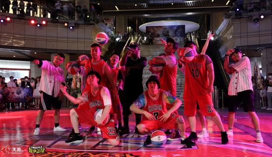 《【煜星品牌】姚明恩师李秋平莅临电竞赛事《街头篮球》FSPL开幕式》
