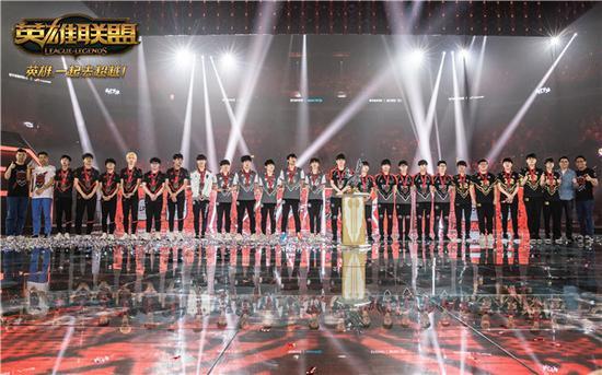 今年8月,LPL四队联手卫冕亚洲对抗赛