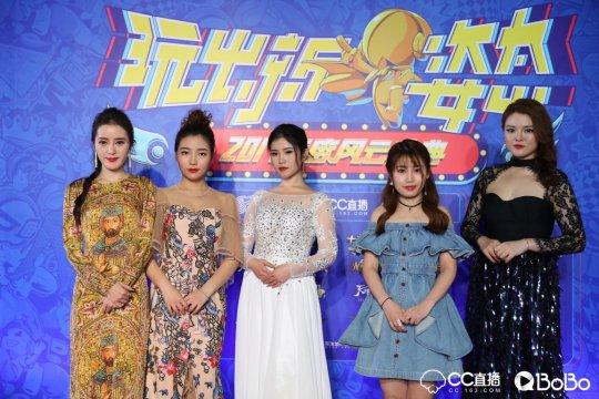 网易BoBo年度冠军恩惜、最佳歌手酥饼、年度季军任玲玲、阿狸(从左往右)
