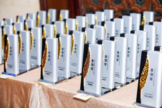 聚焦新热点 第十二届金翎奖颁奖典礼在厦门隆重 少校妞来了