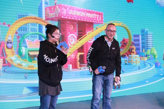 游族影业首席执行官伊简梅与《少年三国志》超级网剧总导演王光利