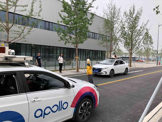 百度Apollo自动驾驶车辆进行障碍物识别测试