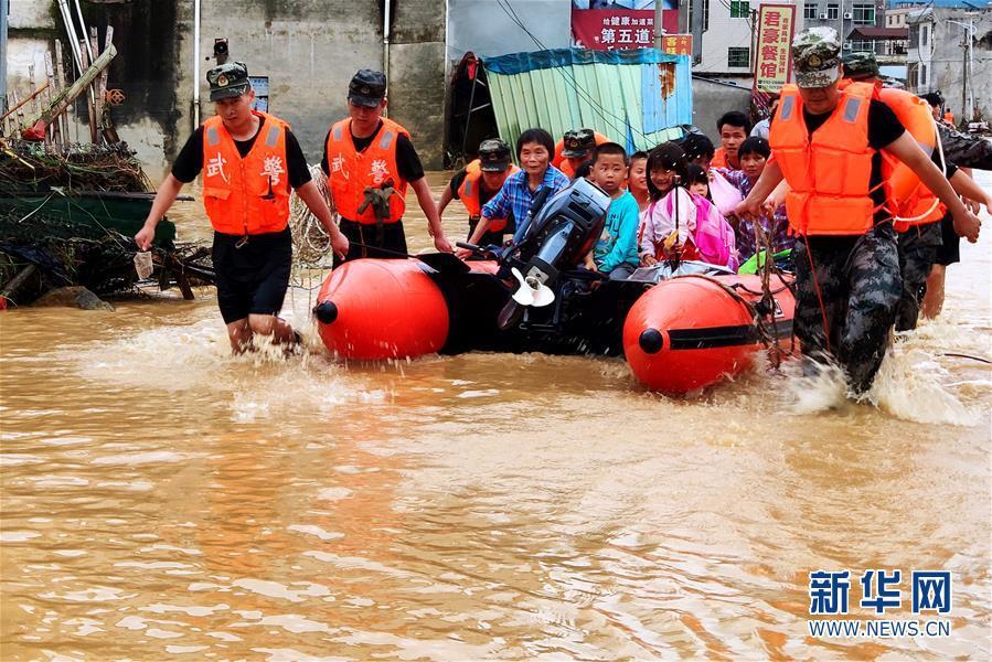暴雨洪涝致广东河源受灾严重 千余名武警赴一线救灾