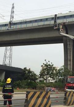广珠城轨电网被刮断列车受阻