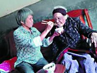 女子非亲非故照料百岁孤寡老人13年 获评广东好人