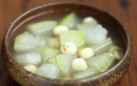 冬瓜莲子煲小黄鱼汤清热解暑