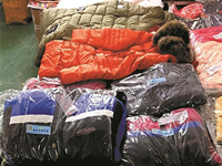 """市民代表探访""""垃圾分类"""" 回收旧衣物做成再生产品"""