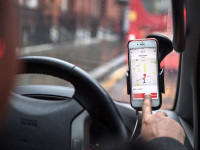 """网约车""""流血""""上市路:Lyft暴跌 Uber巨亏滴滴搁浅"""