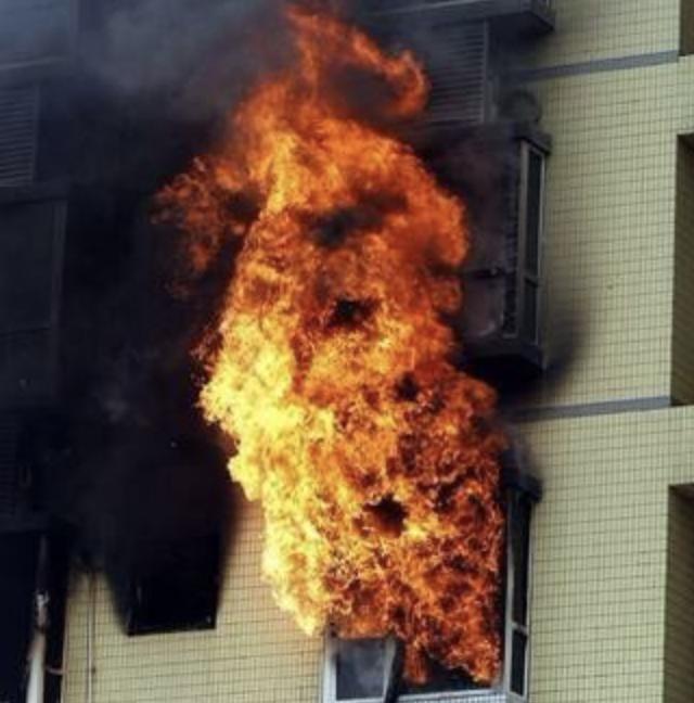 南山一住宅21楼阳台起火