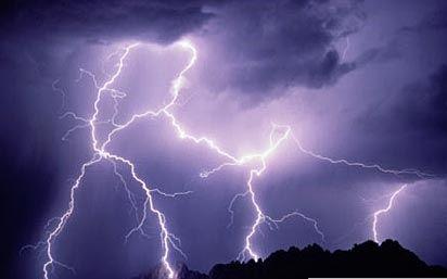 广东发布气象灾害二级预警 周末雷雨频繁伴有大风