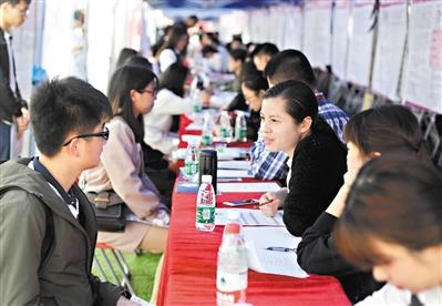 广州高校毕业生招聘会举行