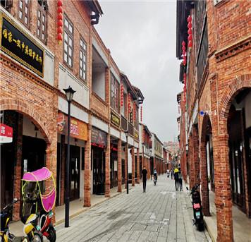 纳兰小鱼:繁华闹市中的千年古城