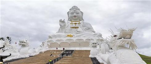 泰国清莱惊现26层楼高的观音像