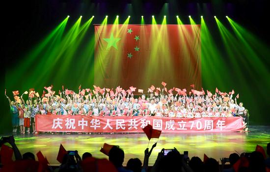 广东省近千名少儿用精彩舞蹈献礼新中国成立70周年