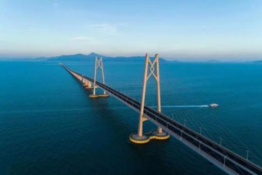 港珠澳大桥试运行:跨境巴士上路 香港到珠海4