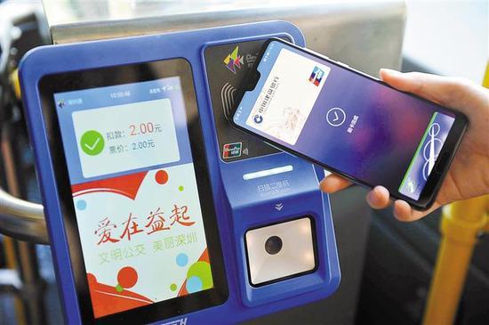 银行发行的带有银联标识的金融IC卡(借、贷记卡均支持),即可挥