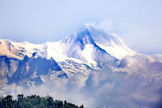 远眺珠穆朗玛峰