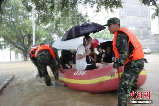 �V州�B�m21小�r下大暴雨多地水浸街 今日仍有大暴雨