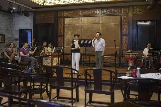 广东音乐纪念馆内正在进行的一场排演(摄影许伟明)