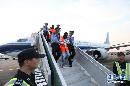 40余名网贷平台非法集资逃犯落网 17人从泰国被押回