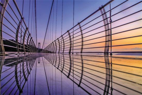 南丹山玻璃桥与自然融为一体