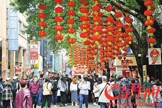 大批市民、游客争睹广府庙会开幕盛况