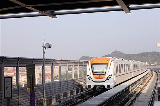 """列车以""""山川林泉""""为设计思路,融入从化山水特色,极具线路特色"""