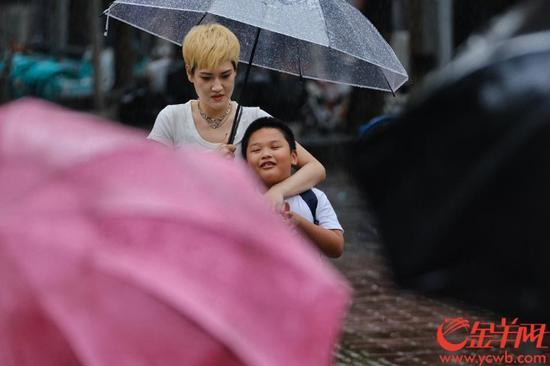 一场大雨可以给炎热的广州带来清凉。金羊网记者 陈秋明 摄