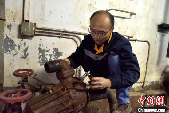 水泵抢修现场 陈婧妍 摄
