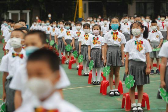 广州市天河区华康小学举行心理健康周活动。