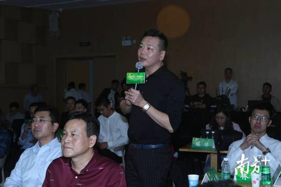 广东统用卫浴设备有限公司董事长陈大航对潮州陶瓷产业的发展提出建议。