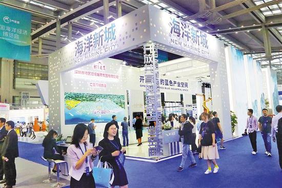 海博会上,海洋新城建设吸引参观者的目光。 深圳报业集团记者 雷小舟 摄
