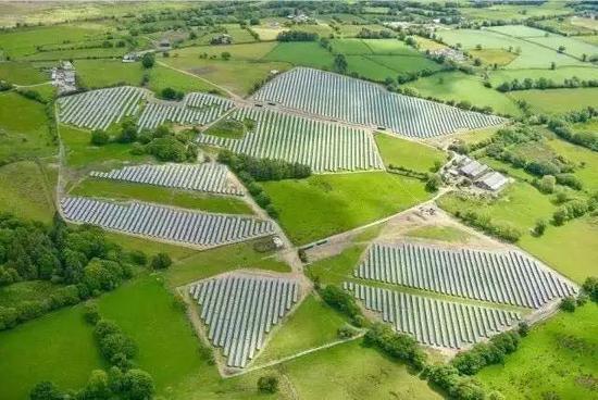 看着如此高科技高颜值的光伏电站,你能想象到这曾经是个废弃煤矿吗?