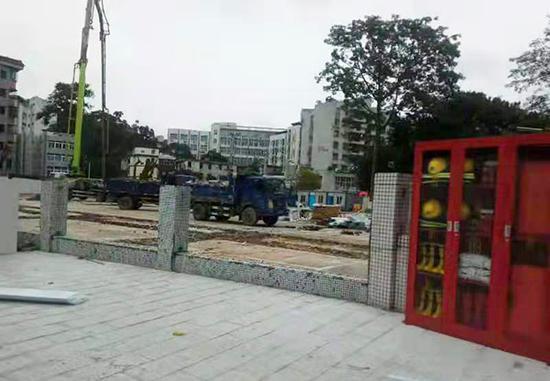 """正在建设中的""""深圳市龙华第三小学""""。受访者供图"""