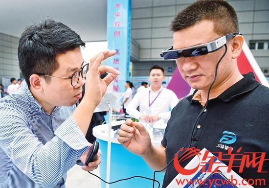 一大批高科技产品亮相主会场 记者邓勃摄