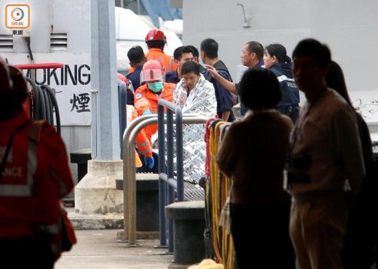 """船上船员报警求助。(香港""""东网"""")"""