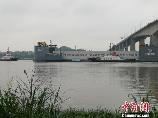 广州国际创新城金光东隧道首节沉管浮运成功 郭军 摄
