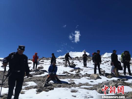经过连夜寻找、救援,最终3名广东籍游客被救。西藏日喀则市吉隆县公安局