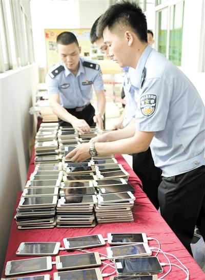警方在现场抓获了104名涉嫌网络赌博人员,缴获涉案手机1007部。从化警方依法对涉嫌开设赌场罪的黄×高等24人刑事拘留,其余57人因赌博违法行为被行政拘留。