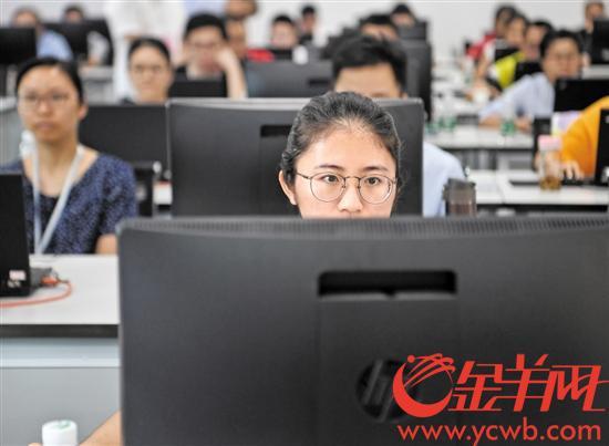 16日,华南理工大学五山校区理综评卷工作正在进行
